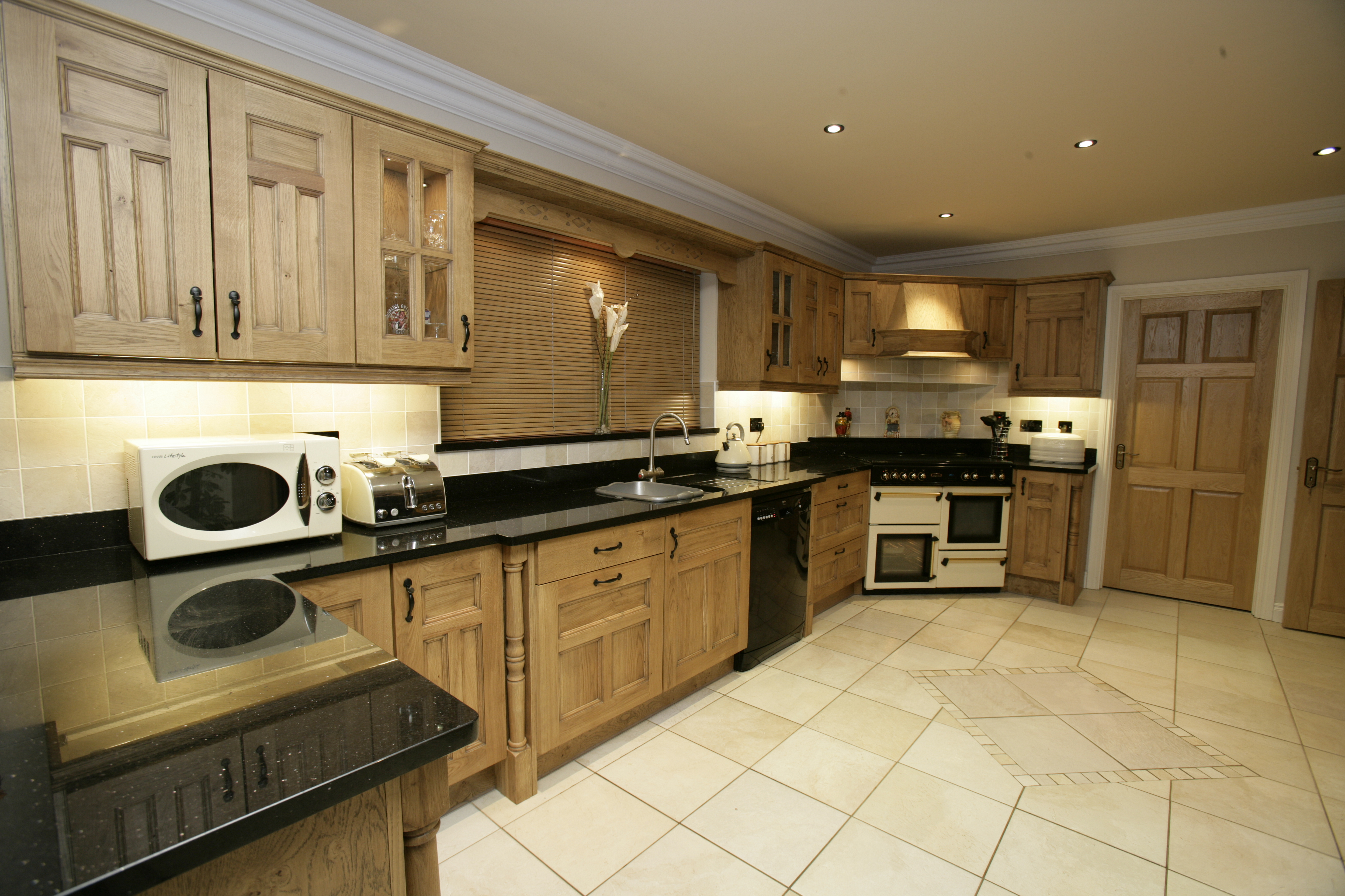 Traditional kitchens fitted kitchens clare fitted for Pictures of fitted kitchens
